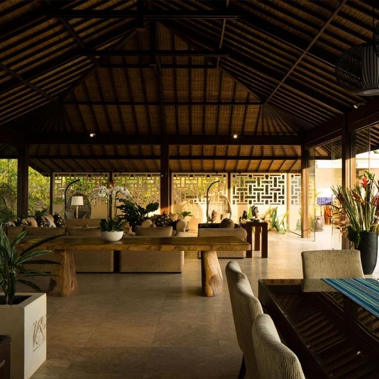 villa-bali-candidasa-luxury-livingroom