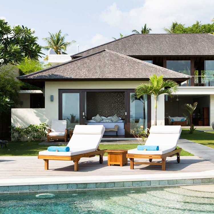 villa-bali-candidasa-luxury-patio-sunbathing